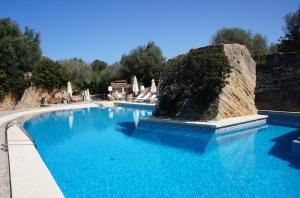 Hochzeitsplanerin heiratet auf Mallorca am Pool