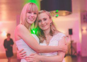 Hochzeitsplanerin Sinah Wache mit Braut auf Hochzeit