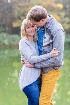 Hochzeitsplanerin heiratet Verlobungsshooting Herbst am See