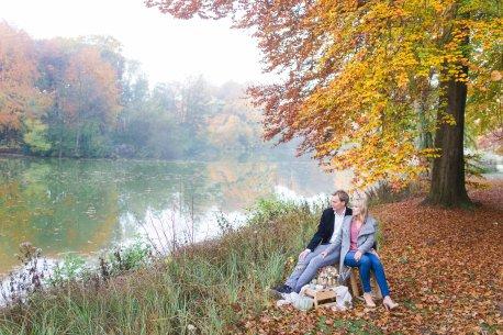 Hochzeitsplanerin heiratet Verlobungsshooting Herbst Paarfotos