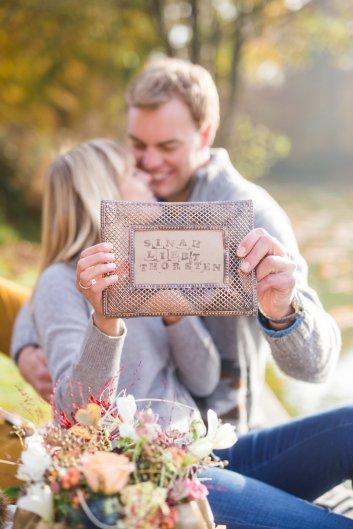 Hochzeitsplanerin heiratet Verlobungsshooting Herbst Stempeln