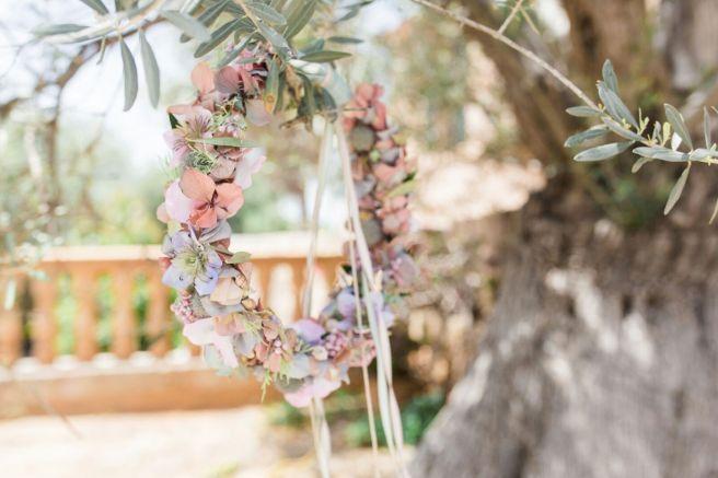 Hochzeitsplanerin heiratet Brautkranz Brautstrauss rosa blau olive