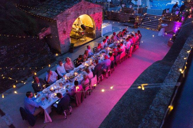 Hochzeitsplanerin heiratet Feier unter freiem Himmel lange Tafel.jpg