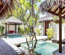 hochzeitsplanerin-heiratet-flitterwochen-hochzeitsreise-resort-malediven