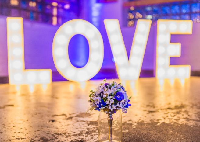 hochzeitsplanerin-heiratet-standesamt-wedding-party-brautstraus-love